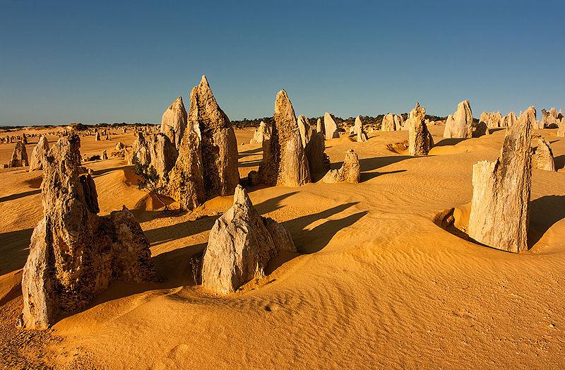 Pinnacles_desert_-_Nambung_National_Park_-_Western_Australia_-_25_Aug._2012