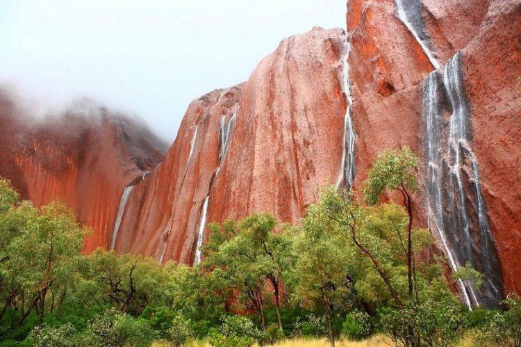 les-rares-cascades-de-uluru-ayers-rock-3