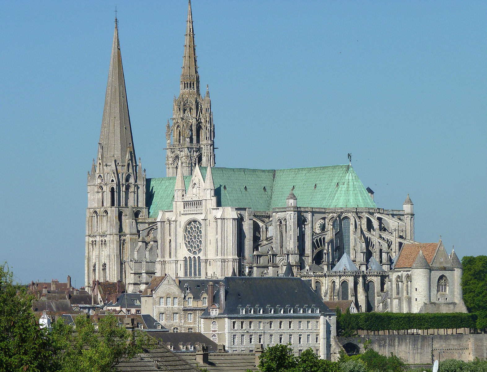 notre dame de chartres france cathedrales