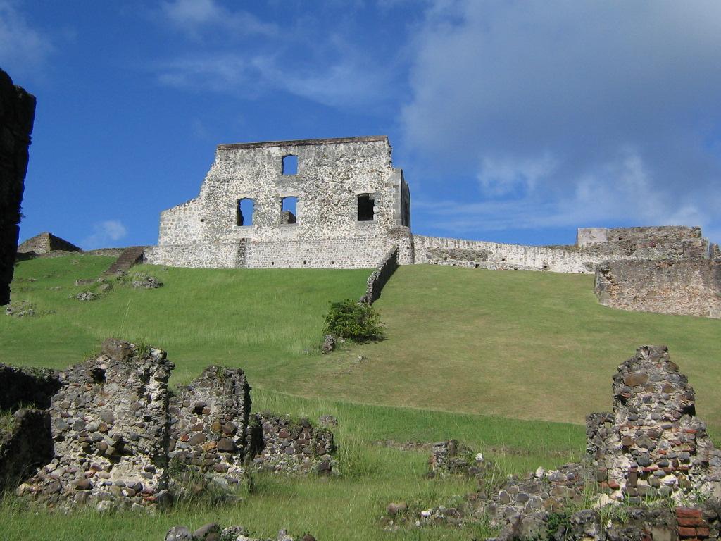visiter la Martinique randonnée Caravelle château Dubuc