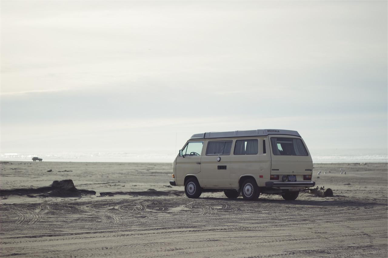 camping car sur la plage nuit insolite voyage