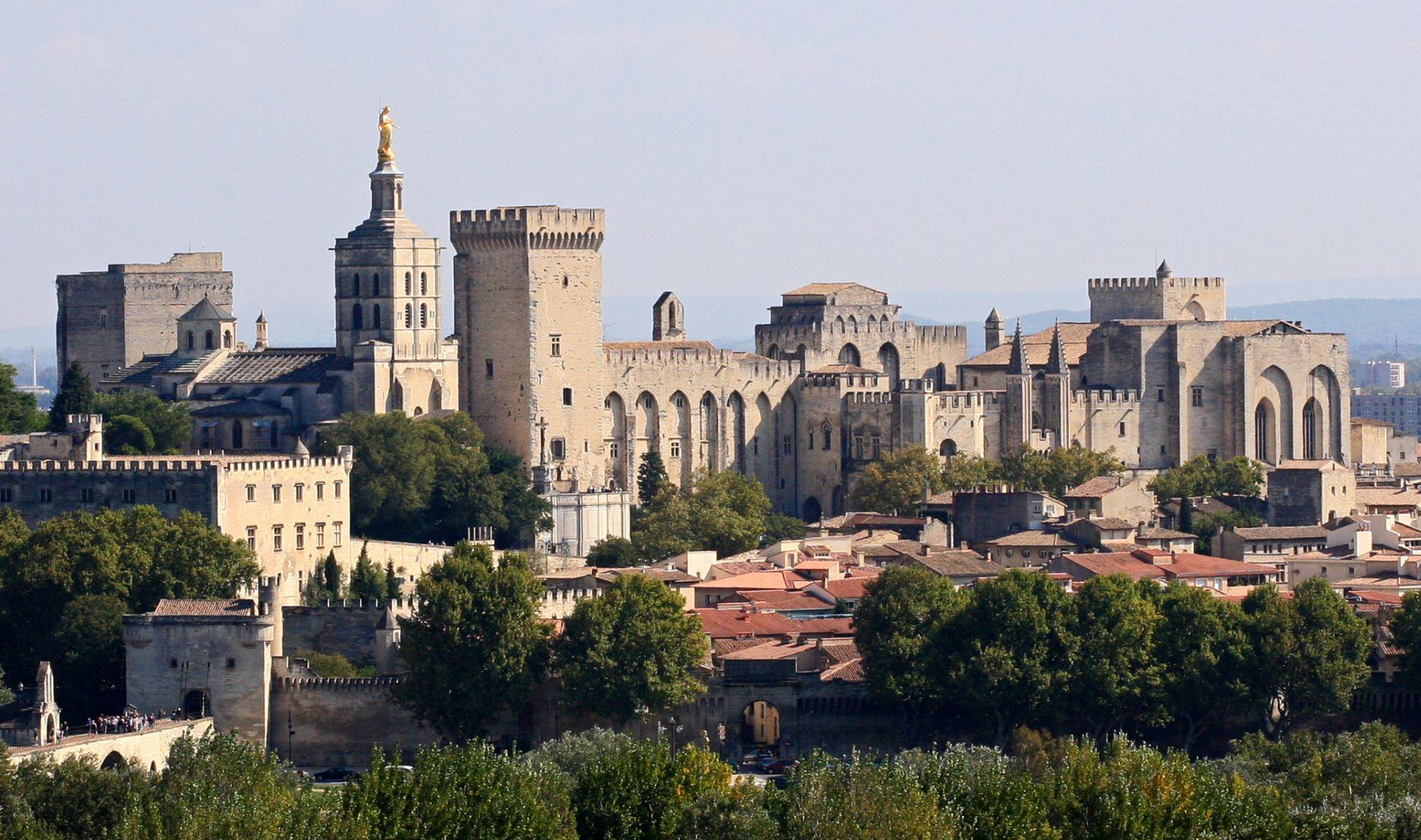 Avignon ville palais des papes tourisme