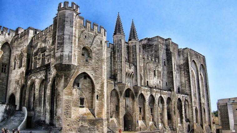 palais des papes tourisme Avignon