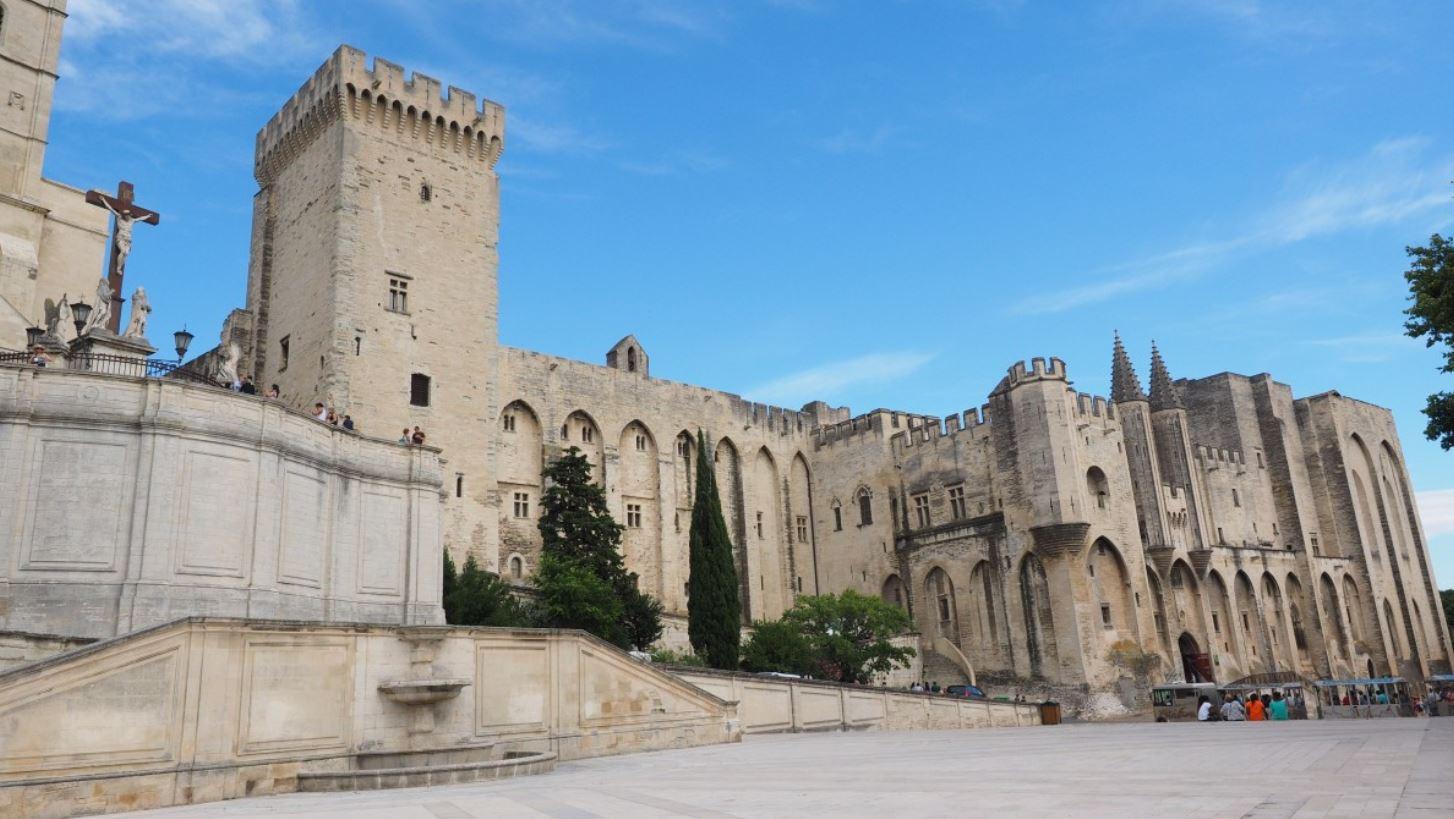 palais des papes tourisme Avignon tour forteresse
